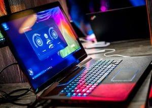 مقایسه ای بین لپ تاپ گیمینگ و لپ تاپ های معمولی