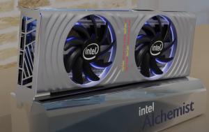 کارت گرافیک مرجع Intel ARC Alchemist مرجع تصویر در آخرین رندرها – اسلات دوگانه و طراحی فن دوگانه با رنگ نقره ای زیبا
